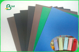 ประเทศจีน 1.3mm 1.5mm Blue Green Lacquered Solid Paperboard For Dresser Nightstand Boxes ผู้ผลิต